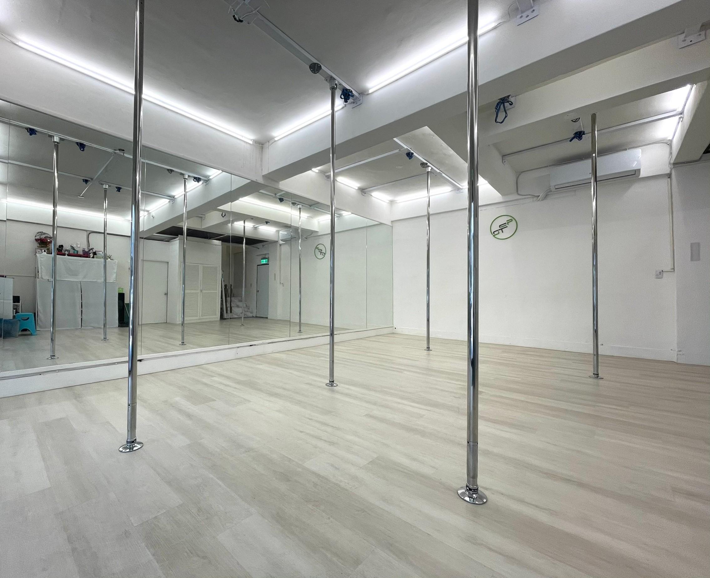一樓以鋼管舞和空中舞蹈教學為主。胡成威提供